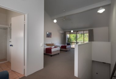 2 Bedroom Townhouse Apartment - Upstairs singles